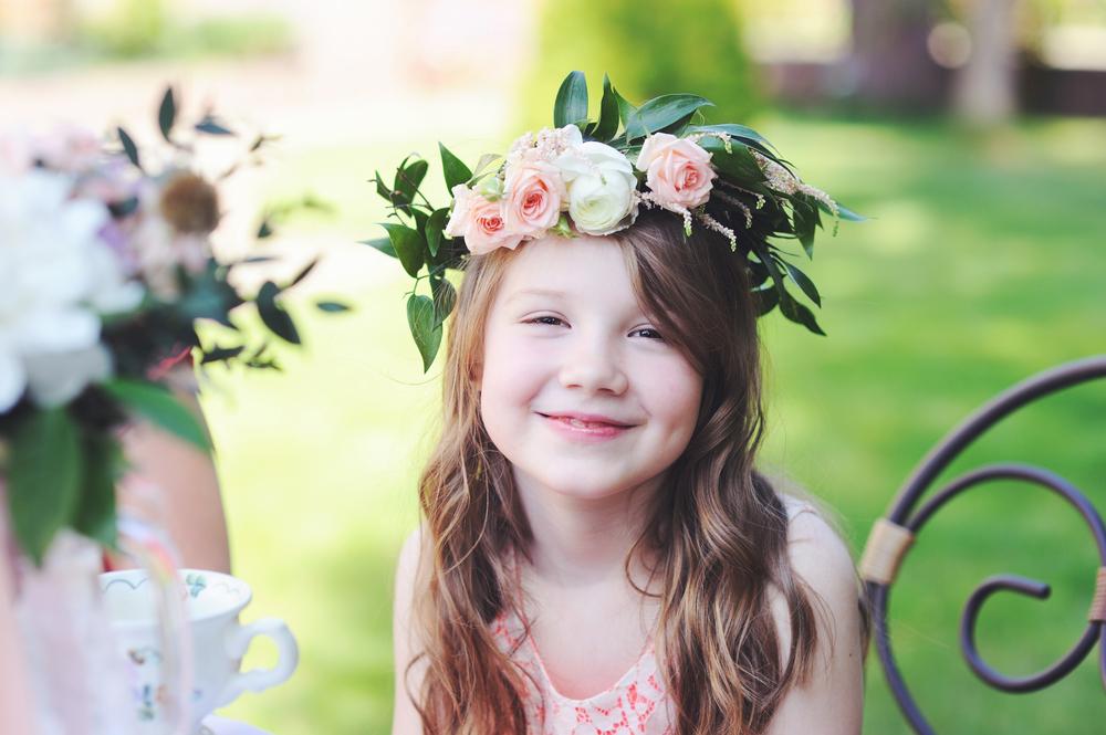 Tresser une couronne de fleurs pour fêter le printemps